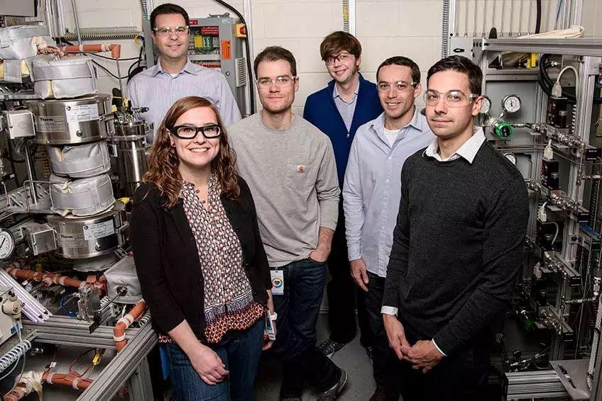 美国国家再生能源实验室尝试利用玉米秸秆生产碳纤维