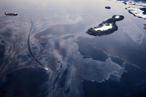 法国一输油管道发生原油外泄事故