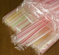 英拟明年起禁用塑料吸管和塑料棒棉签